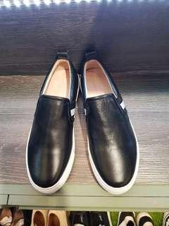 🚚 日本好不容易挖出這款 設計師品牌牛皮懶人鞋 夏天必備超好穿  黃金尺寸404142原5980售2500 快呦 #princeh 社團同步全新