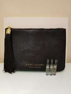 全新極罕限量版專櫃直送微閃墨綠色Marc Jacobs Decadence Clutch連禮盒(Size約: 長20.5cm x 高15cm) 及3件sample (每件1.2ml) Decadence Eau De Parfum x 1,Eau So Decadence Eau De Toilette x 1 and Divine Decadence Eau De Parfum x 1