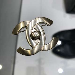 Chanel cc logo brooch 心口針