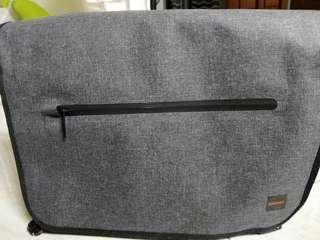 Knomo Rupert Grey messenger bag + free Audio-Technica In-Ear Headphones