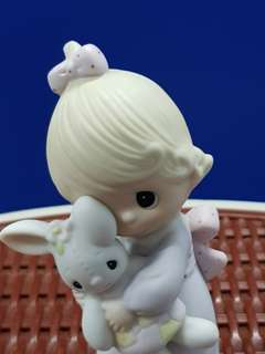 Precious Moments.                                                     🍒Collectors' Figurine 1978 🍒                                                              💖One of the First 21 Figurines💖                                          💙Jesus Loves Me💙