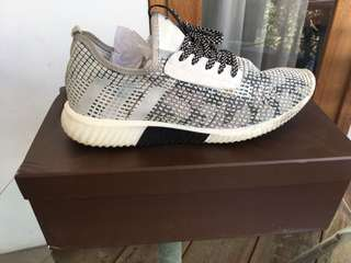 Sepatu Sneakers Everbest Full White