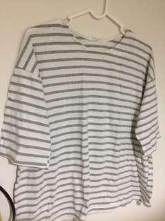 🚚 正韓白底灰條紋五分袖上衣#五十元好物