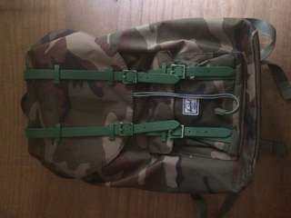 Herschel camou backpack CLASS A