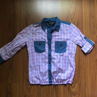 Kamiseta Button Up Shirt with sinched-in bottom