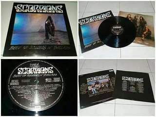 Piring Hitam Vinyl LP Scorpions - Best Of Rockers 'N' Ballads