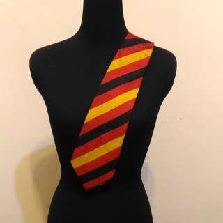 超值 九成新 ~ GIANFRANCO FERRE 紅 黃 黑 義大利製名牌 領帶 (保證正品)
