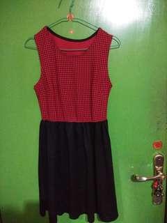 dress merah hitam size m