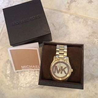 MK watch‼️‼️    👍offers lowest price   Inclusion:  🎁paperbag 🎁BOX 🎁manual  🎁battery operated 🎁Pawnable in some selected pawnshop