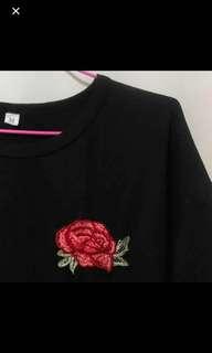 🚚 玫瑰刺繡黑T #一百元好物