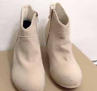 🚚 杏色麂皮短靴,僅試穿。#一百元好物