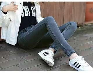 🚚 合身窄版顯瘦牛仔褲-黑灰s