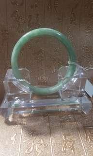 天然翡翠玉鈪,內徑54.8,$400。
