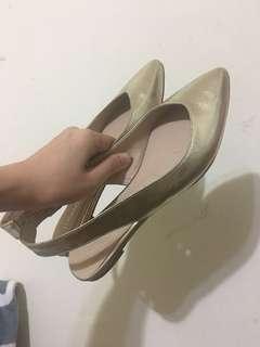 🚚 金色尖頭平底涼鞋