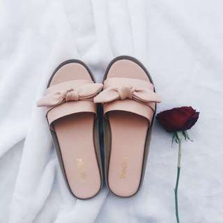bowtie pink slippers