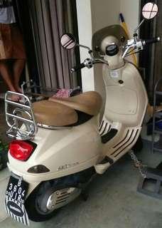 Jual vespa LXV 150 cc th 2015