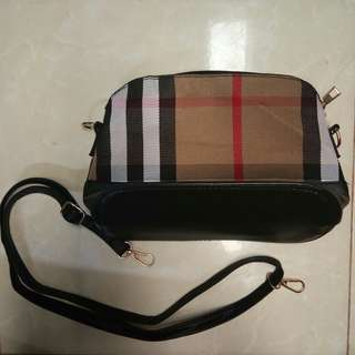 CASUAL BURBERRY SLING BAG