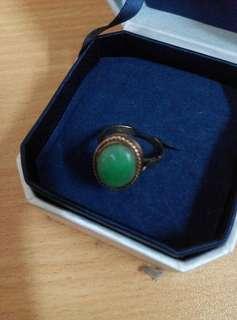 玉戒指(内径1.6cm)
