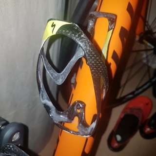Carbon fibre bottle cage