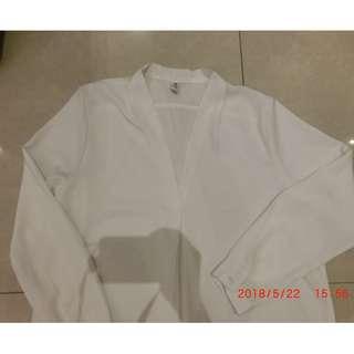 雪紡大V領飄逸白色長版上衣
