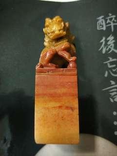 壽山石巧雕石獅印章