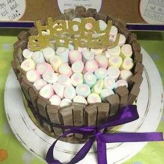 KITKAT BORDERED CAKE W/ MARSHMALLOWS