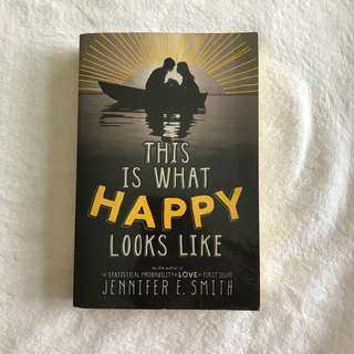 This Is What Happy Looks Like by Jennifer E. Smith (Paperback covered with plastic)