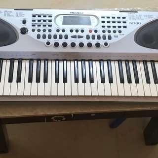 Medeli 電子琴