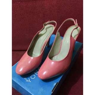 Sepatu heels Yongki Komaladi