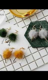 Pompom ball earrings