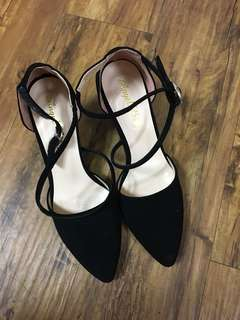 🚚 黑色粗跟高跟鞋