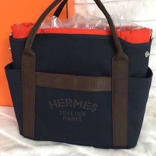 🎉🎉🎉即將到港🎉🎉🎉 全新Hermes Sac Pansage groom Bag Navy blue colour W38-50 x H35 x D17cm 附長帶,內袋可隨意取出👍 Full set with shop receipt  Please inbox 💌 for more details ❤️ Thanks😘