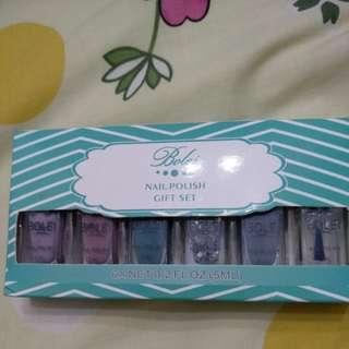 Peelable nail colors