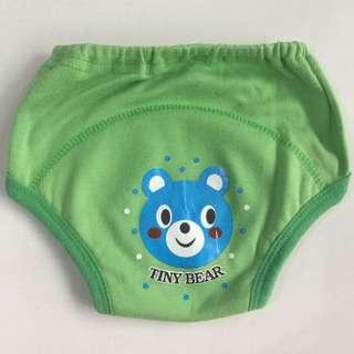 5件組日本學習褲-嬰兒尿布褲 可調式隔尿褲 90公分 ,保母要求要買大一點的尺寸,因一次買很多件,小孩很快學會自行如廁,下水洗過後幾乎都沒穿到。 #學習褲  #戒尿布