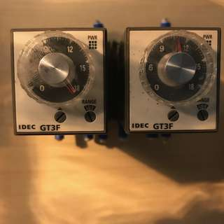 2 x IDEC GT3F-2AF20 ELECTRONIC TIMER RELAY *USED*