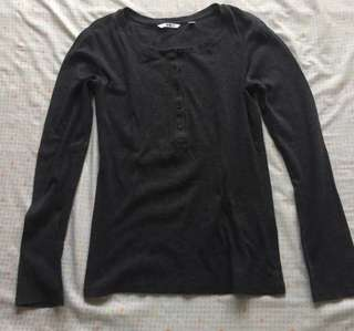 uniqlo dark grey long sleeves top