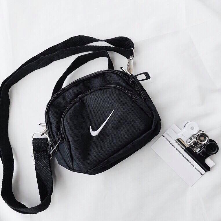 772226167678 Nike Mini Swoosh Shoulder Bag