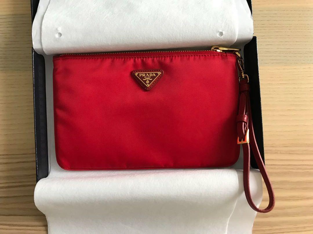 1ef0a2ef707f4a Prada Tessuto Contenitore Maniglia , Women's Fashion, Bags & Wallets,  Handbags on Carousell