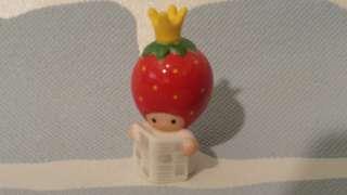 士多啤士 女皇 草莓 新聞 雜誌 Sanrio 絕版 陶器 擺設 吊飾 掛飾 罕 vintage
