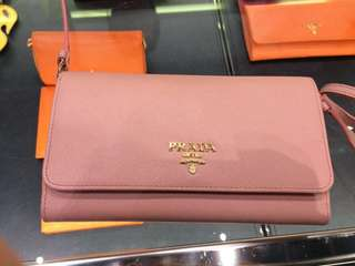 粉紅色Prada可背長銀包