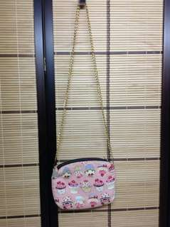 CUPCAKE SOFT SLING WITH DETACHABLE CHAIN