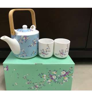 Brand new in box Limited edition Floral Tea set (Pot + 2 cups)