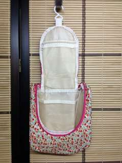 SPRING DAISIES HANG -FOLD TOILETRIES POUCH