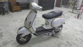 Vespa Full Wrap In Pearl White