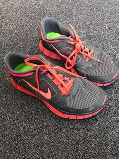 Nike free runs 3 size 7 grey and coral red