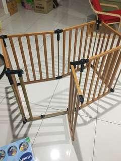 Wooden playard / babygate