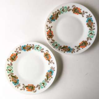 (RESERVED) 2pc Vintage Pyrex Carnaby Tempo Dinner Plates