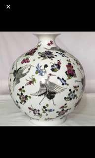 {Collectibles Item - Vintage Vase} Beautiful Vintage【大清乾隆年製】Hand Painted Porcelain Vase