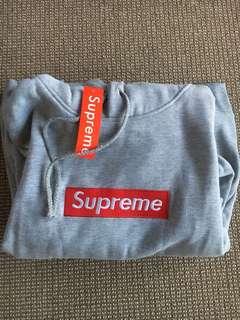Supreme hoodie *NEW*
