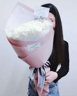 Signature Fresh White Roses